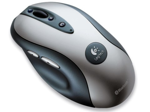 Um mouse bluetooth bem arrojado e com vários botões, supririam bem as necessidades de um jogador ocasional.