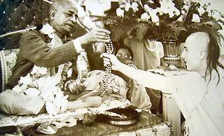 Srila prabhupada chanting on beads, givin diksa initiation