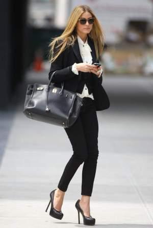 Blazer dan Kemeja Sebagai Model Baju Kerja Wanita