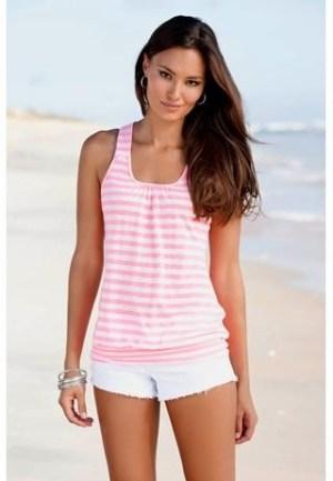 Busana Paling Casual untuk Baju Pantai Wanita