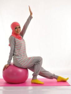 Model Baju Senam Muslim Warna Abu dan Pink Tosca