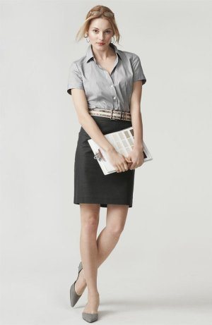 Perpaduan Kemeja Lengan Pendek dan Rok Span untuk Baju Kerja Wanita
