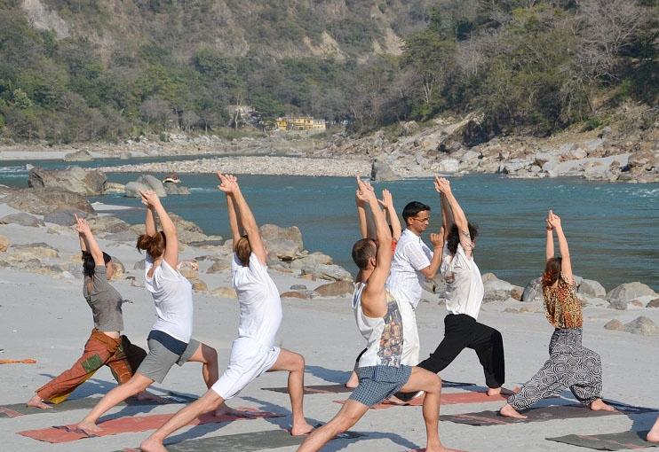https://i2.wp.com/www.haridwarrishikeshtourism.com/rishikesh-photos/rishikesh-yoga.jpg
