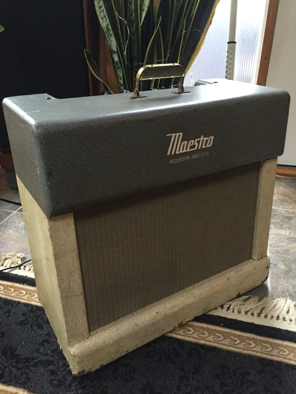 Live: Using Tremolo on my Gibson GA 45T (Maestro)