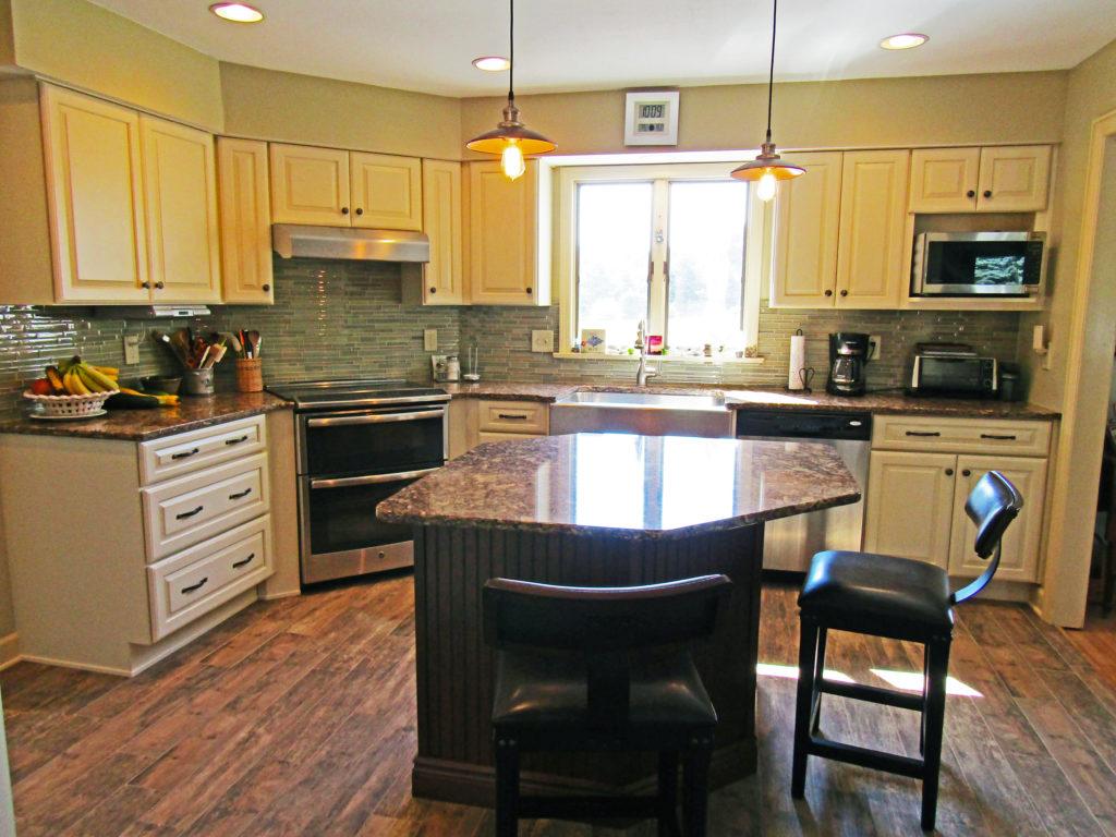 White Kitchen With Soft Green Accents K 82 Harrisburg
