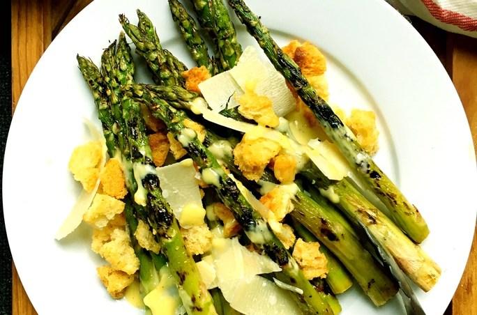 Grilled-asparagus Caesar salad