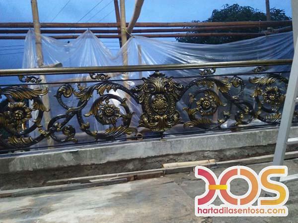 Desain Railing Balkon Besi Klasik