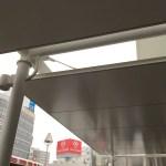 吉祥寺駅前バス乗り場の屋根の写真