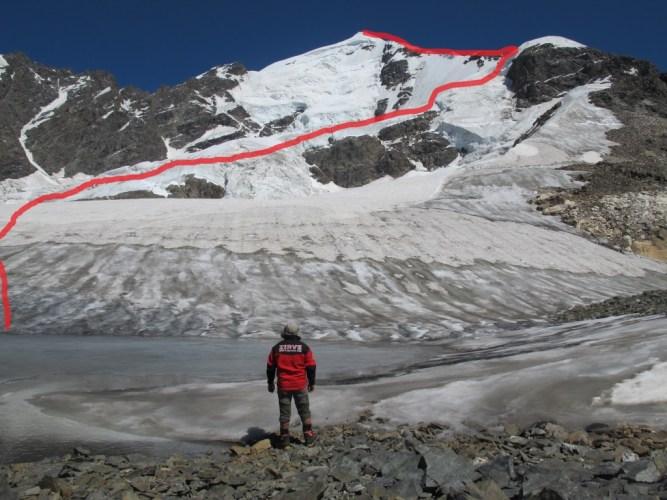 3700 m.deki kamp alanından yaklaşık olarak rota görünmekte.