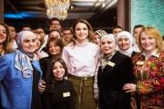 الملكة رانيا تطلع على فعاليات معرض