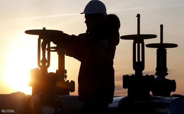 النفط يتمسك بمكاسبه..... والذهب يتماسك بفضل توترات جيوسياسية