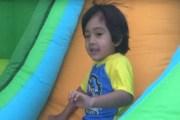 طفل في السادسة يجني 11 مليون دولار من يوتيوب- فيديو