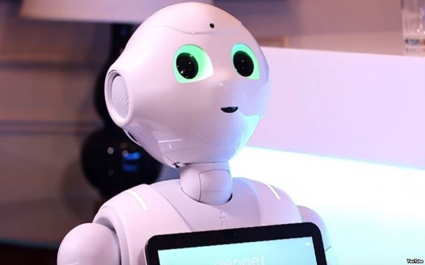 روبوتات تنقل الجبن وتقدم القهوة وتسلّي الأطفال