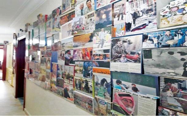 الشرايري يحول منزله إلى متحف فني من مخلفات البيئة