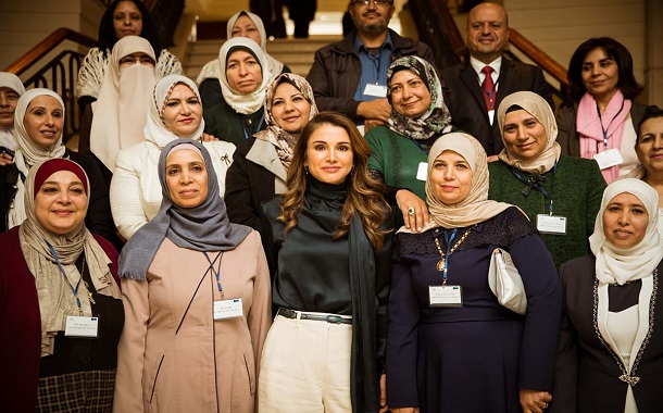 الملكة تشارك باليوم المفتوح لتكريم وبناء قدرات العاملين بالمدارس الصحية