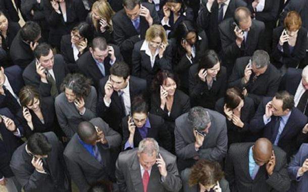أكثر من نصف عائدات مبيعات الهواتف الذكية تذهب إلى أبل