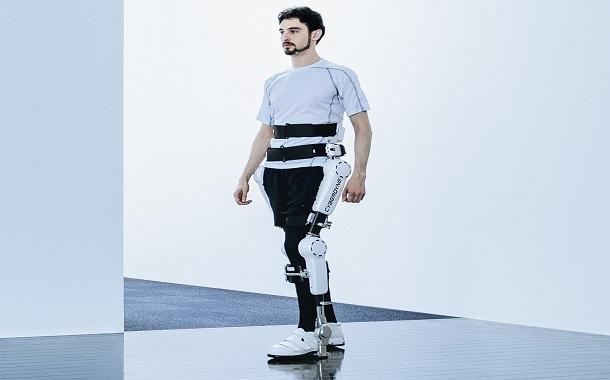 روبوت ذكي لمساعدة المقعدين على المشي