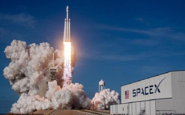 مؤسس Tesla يرسل مركبة فضائية إلى المريخ مطلع 2019