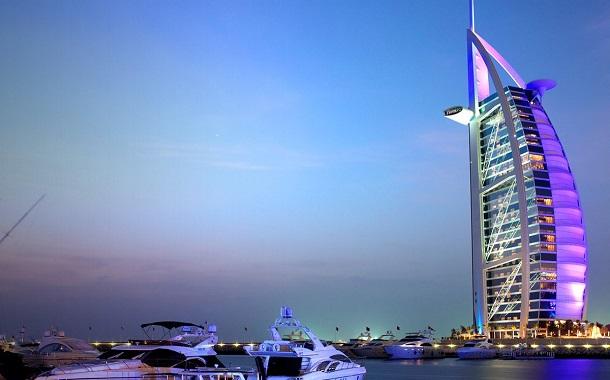الإمارات تسمح للمستثمرين الأجانب بتملك شركات محلية بالكامل
