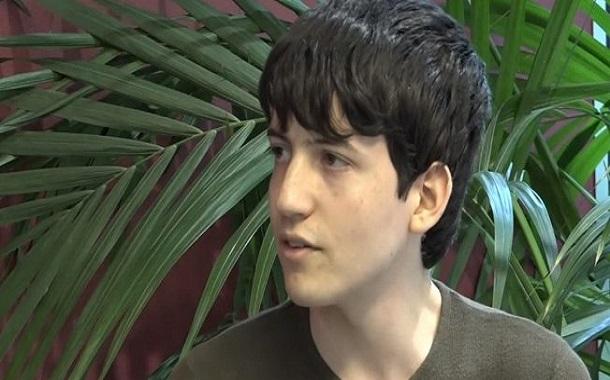 فرنسي عمره 17 سنة يحصل على شهادة الدكتوراه في علوم الحاسوب