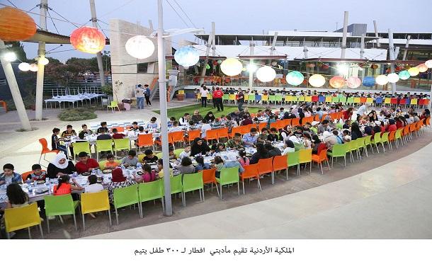الملكية الأردنية تقيم مأدبتي افطار لـ 300طفل يتيم