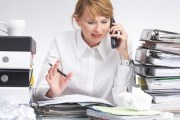 خبراء: سياسات تعزيز مساهمة المرأة في سوق العمل غير مجدية