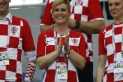السوشيال ميديا ....... رئيسة كرواتيا نجمة مشجعي منتخب بلادها