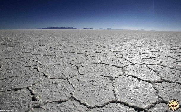 مدرس فرنسي كفيف يقطع صحراء الملح البوليفية في 7 أيام