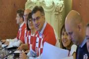 احتفالاً بالفوز…… حكومة كرواتيا في زيّ المنتخب