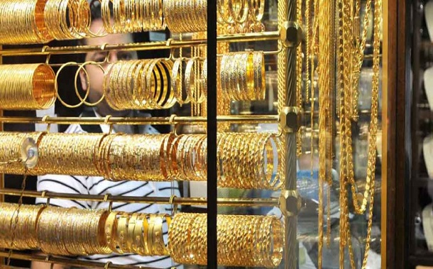 أسعار الذهب تهبط مع ارتفاع الدولار
