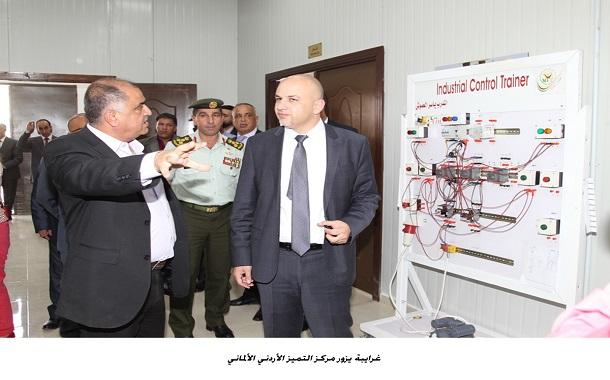 وزير الاتصالات يزور مركز التميز الأردني الألماني