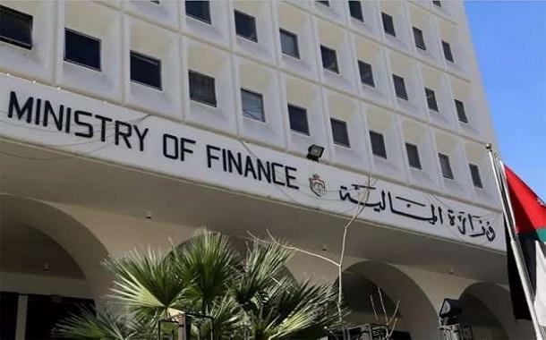 مصدر: الحكومة ترفع الضريبة على البنوك إلى 38 %