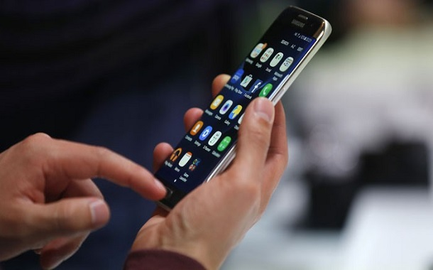 خبراء: دراسة العبء الضريبي تعيد قطاع الاتصالات إلى سكة النمو