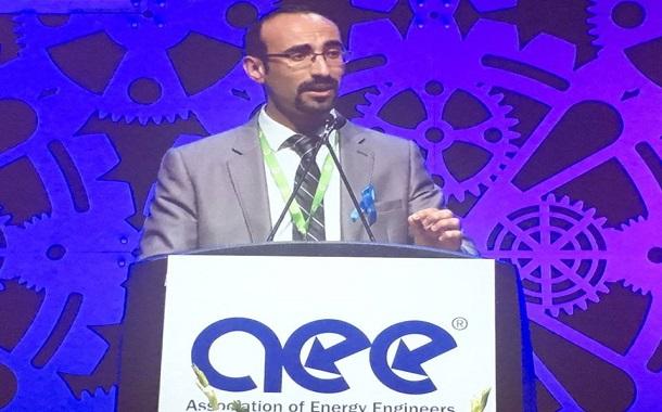 الأردني ماهر ميمون يتسلّم جائزة