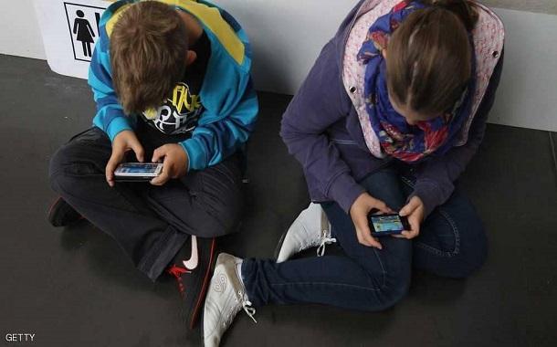 إذا كنت تسمح لطفلك باستخدام الهاتف الذكي...... توقف حالا