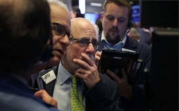 هبوط الأسهم الأمريكية وسط مخاوف من تباطؤ شركات التكنولوجيا