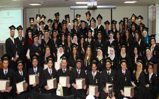 أبوغزاله يكرم خريجي طلبة الماجستير من كلية طلال أبوغزاله للدراسات العليا
