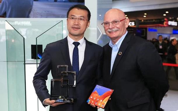 هاتف HUAWEI Mate X يفوز بجائزة غلومو لأفضل جهاز ذكي جديد في ملتقى عالم الهواتف المحمولة 2019 في برشلونة