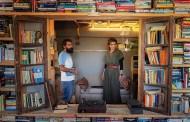 الملكة رانيا تزور مكتبة كون في مأدبا