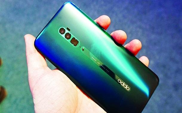 هاتف ذكي من «أوبو» مزوّد برقاقة 5G