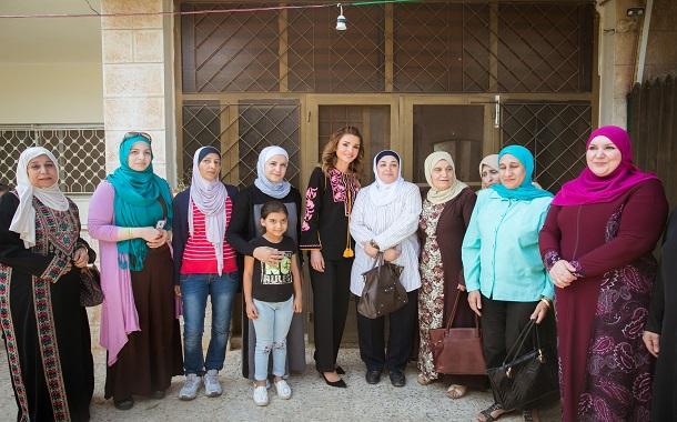 الملكة رانيا العبدالله تزور جمعية همة نساء البلقاء الخيرية