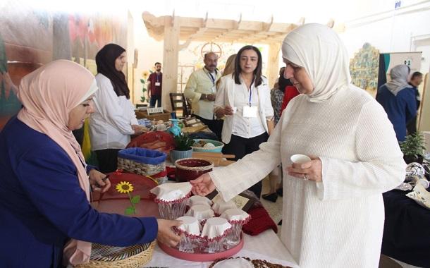 اسحاقات تقتتح معرض مركز البنيات ضمن فعاليات أسبوع عمان للتصميم