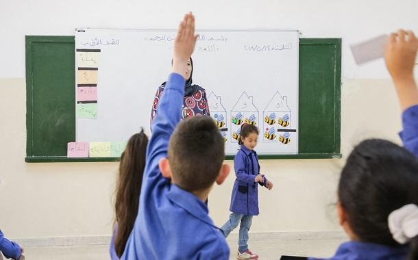 زين تستكمل المرحلة الرابعة من تركيب الألواح الذكية التفاعلية والبيضاء في المدارس الحكومية