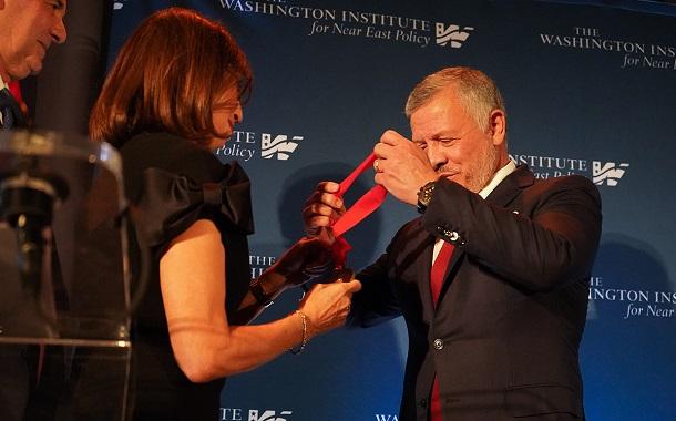 الملك يتسلم جائزة رجل الدولة الباحث لعام 2019.