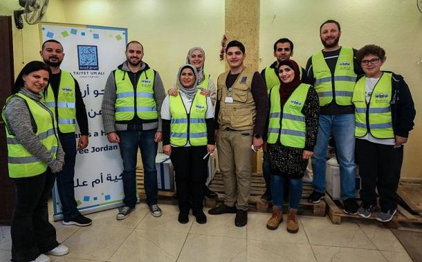 البنك العربي يوزع بطانيات على الأسر العفيفة ضمن مبادرة