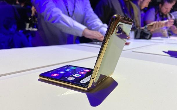 سامسونج تكشف رسميا عن هاتف جديد قابل للطي : Galaxy Z Flip