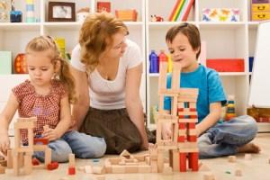 childplaytherapy 300x200 Çocuklarda Cinsel eğitim: Okul çağındaki çocuğunuza cinsiyet hakkında konuşmak