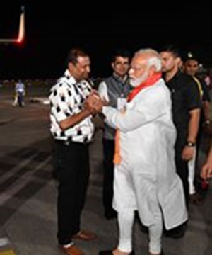 Vickky Mittal with Narendra Modi