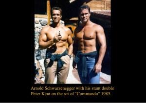 Arnold Schwarzenegger e o dublê de Comando para Matar (stunt Commando)