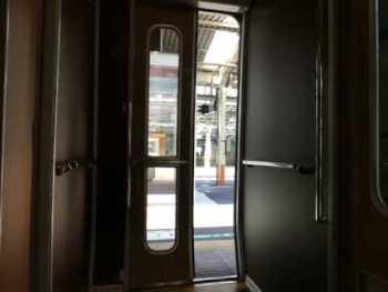 JR東日本651系1000番台(伊豆クレイル)のドア閉動画